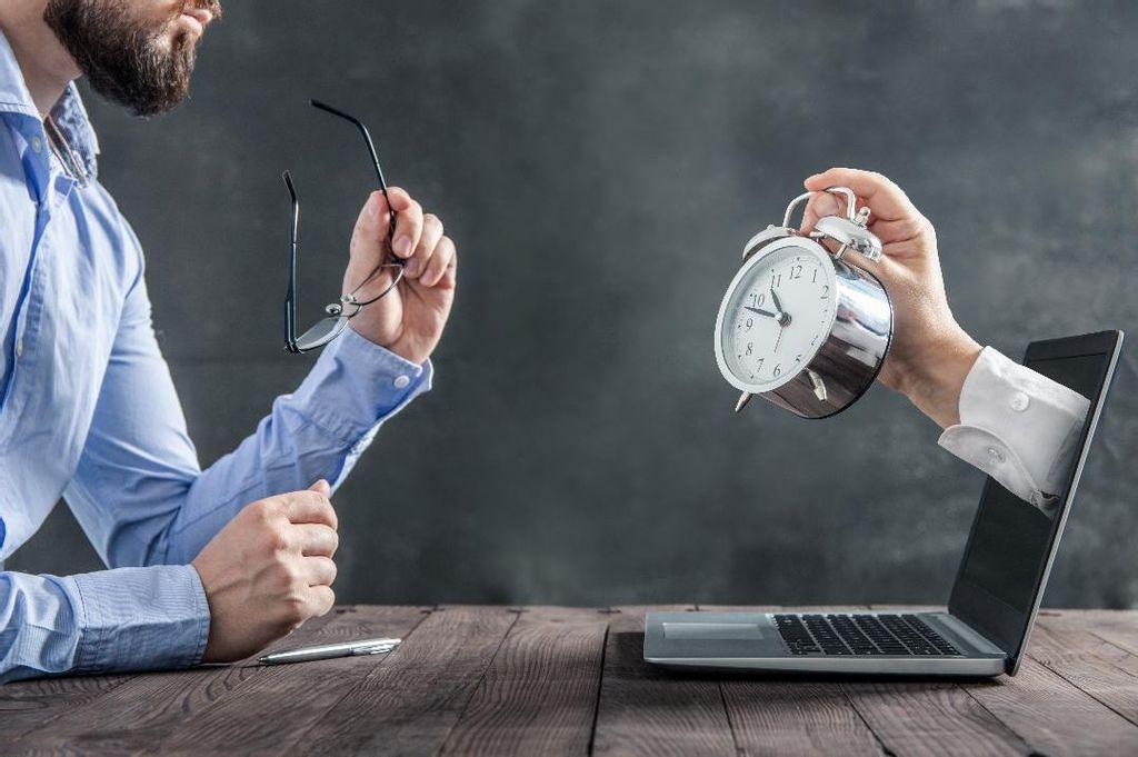 Un temps de travail de 10 heures minimum par jour pendant au moins 50 jours par an est associé à un risque de survenue d'AVC 29 % plus important.